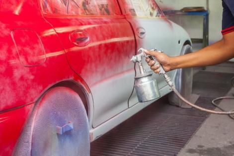 Rénovation d'une peinture de voiture